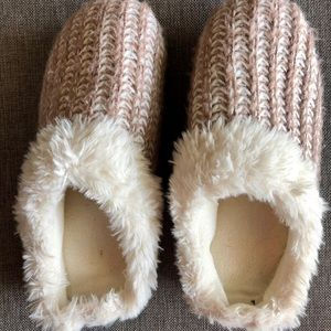 Isotoner Women's Cushiony Slipper Size 9.5-10